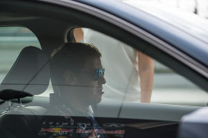 Пилот команды Red Bull Себастьян Феттель опробовал трассу Формулы-1 в Сочи ©Нина Зотина, ЮГА.ру