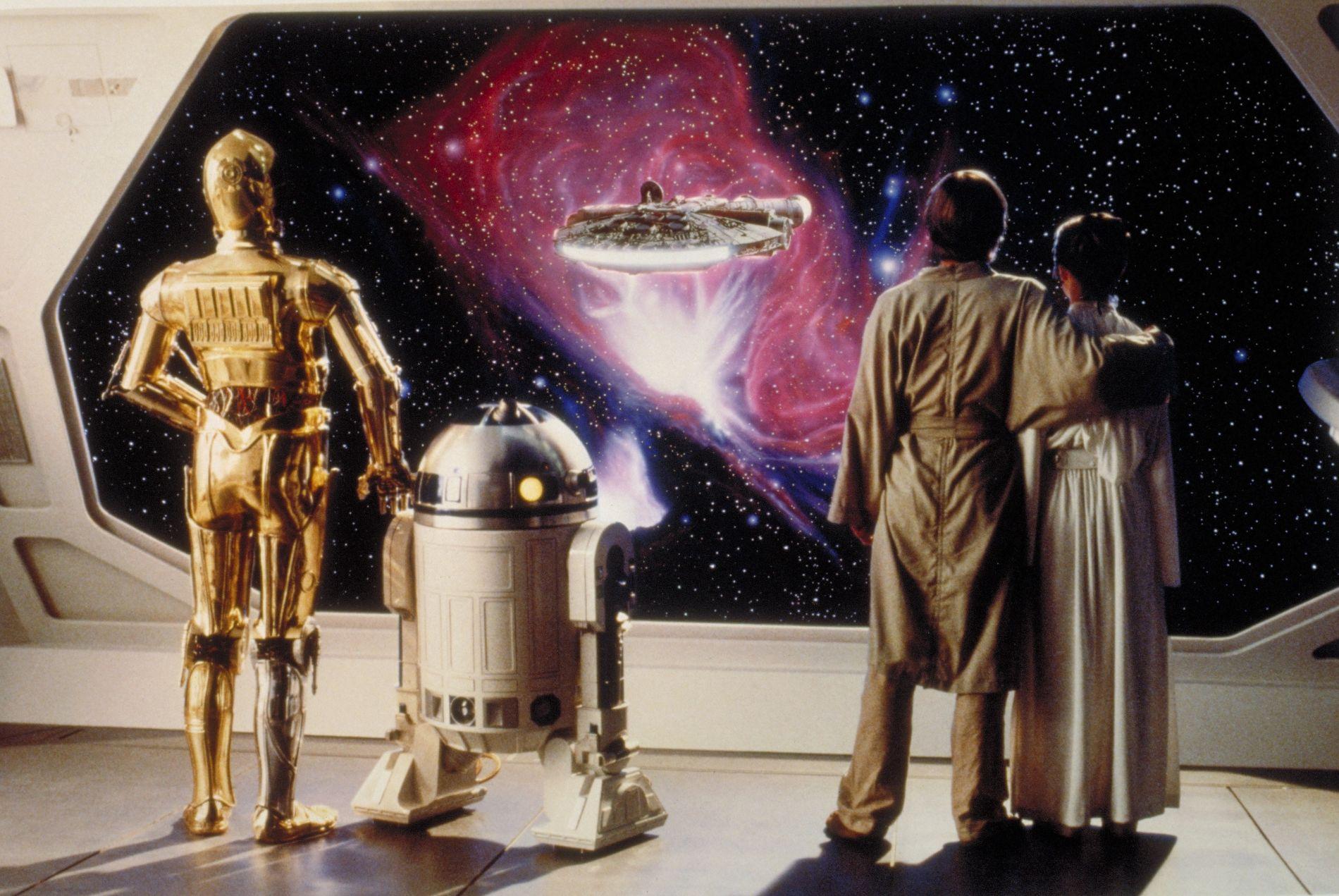 Выяснилось, кто сыграет первого женоробота в«Звездных войнах»