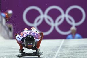 Скелетонист Александр Третьяков завоевал золотую медаль Игр-2014 ©РИА Новости