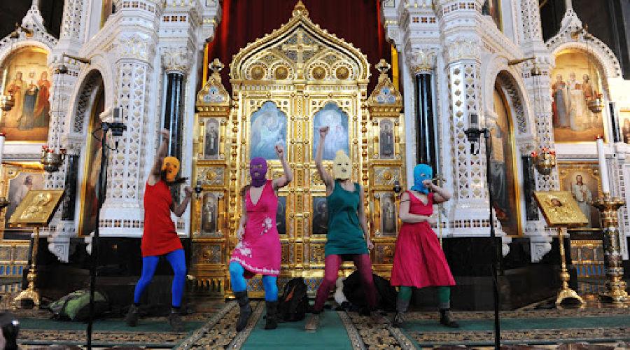 Pussy Riot в храме Христа Спасителя ©Фото Юга.ру