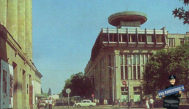 Краснодар, угол улиц Красной и Гоголя, 1985 год ©Фото с сайта myekaterinodar.ru/
