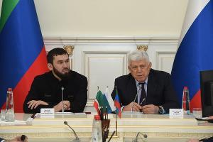 Магомед Даудов и Хизри Шихсаидов ©Фото пресс-службы парламента Чеченской Республики