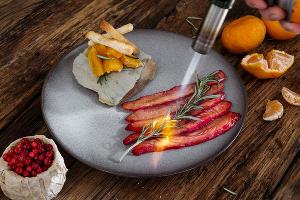 Опаленный лосось ©Фотография предоставлена пресс-службой ресторана «Розмарин»