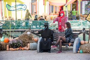 Ежегодный праздник «День рождения Бабы-яги» в «Сочи Парке» ©Фото пресс-службы «Сочи Парка»