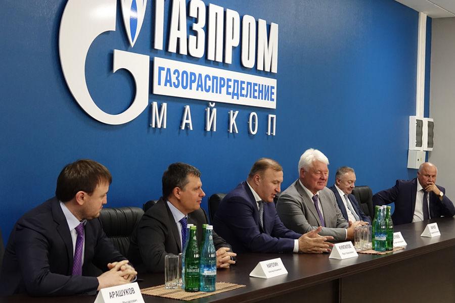 Выездное совещание комиссии по региональной политике ПАО «Газпром» в Майкопе ©Фото Алексея Гусева, Дмитрия Слесаренко