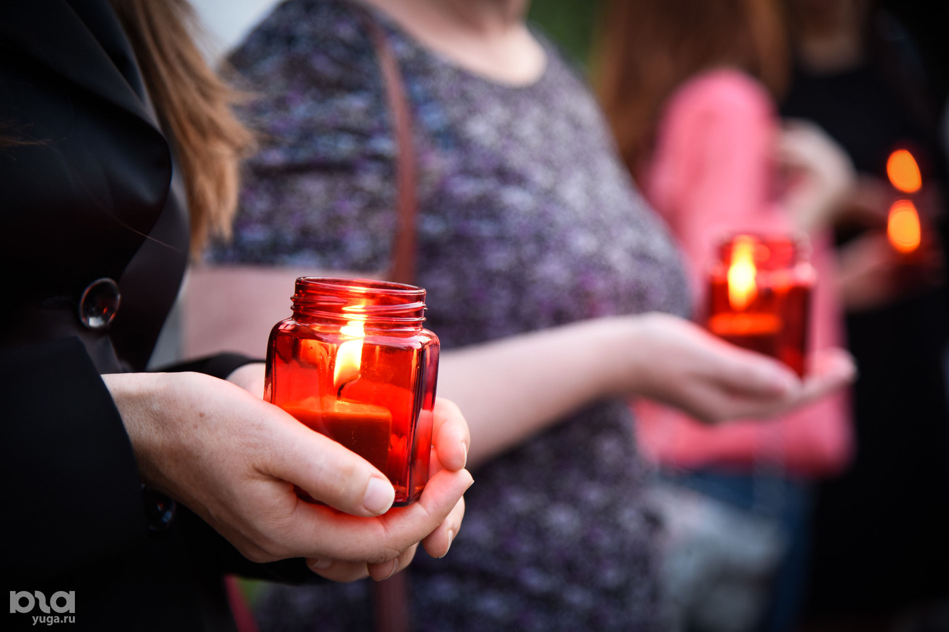 """Акция """"Свеча памяти"""" в память о жертвах терроризма в Краснодаре ©Фото Елены Синеок, Юга.ру"""