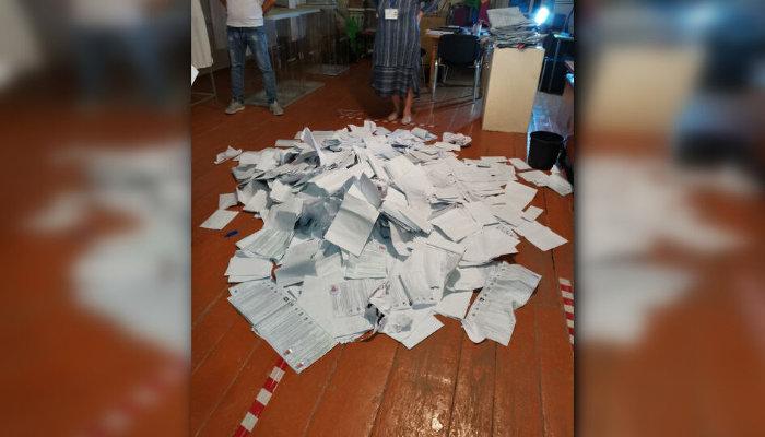 Штурм избирательного участка, разбросанные бюллетени ипротокол начлена избиркома