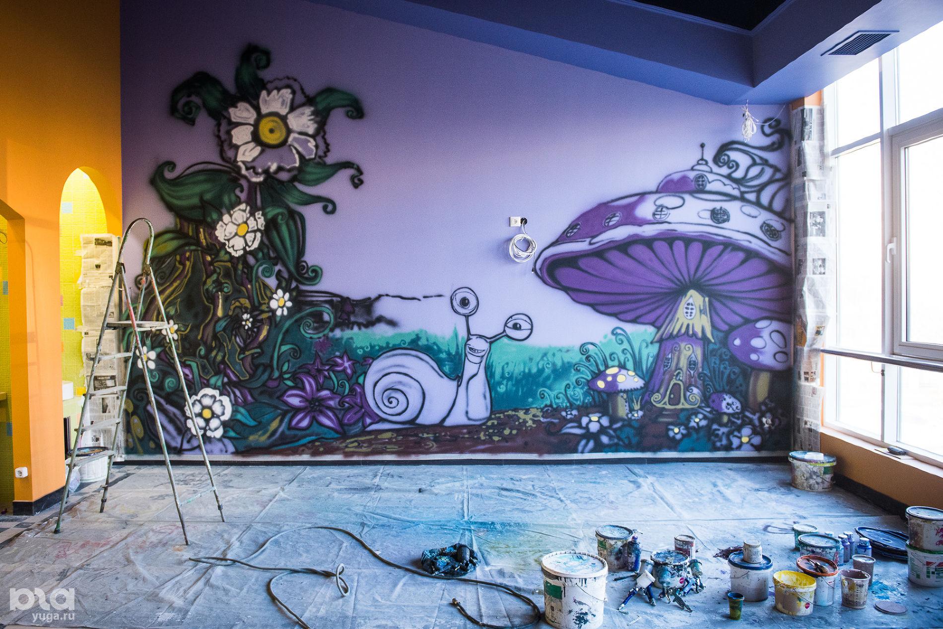 Незаконченная роспись в детском центре, ЮМР ©Фото Елены Синеок, Юга.ру