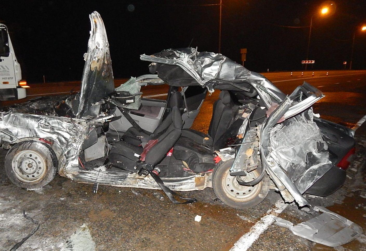НаКубани вДТП с фургоном погибли два человека, еще двое пострадали