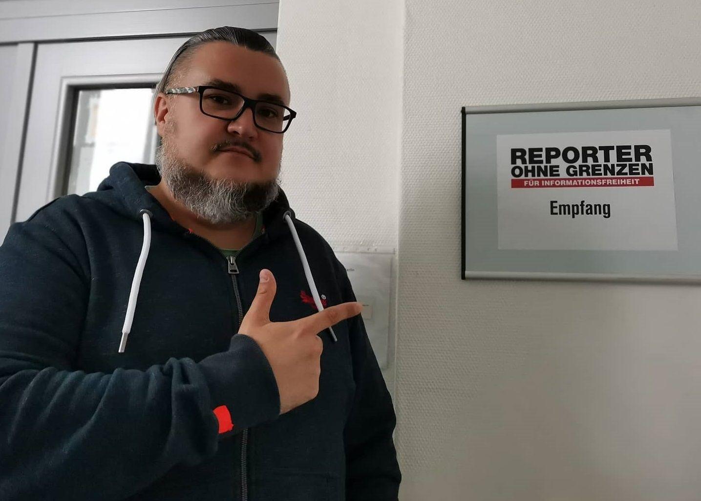 Сергей Пинягин в офисе организации «Репортеры без границ» ©Фото из архива Сергея Пинягина