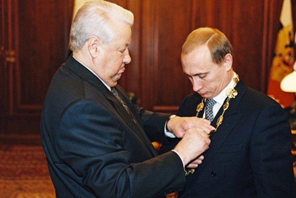 31 декабря 1999 года. Борис Ельцин передает полномочия президента ©Фото с сайта kremlin.ru