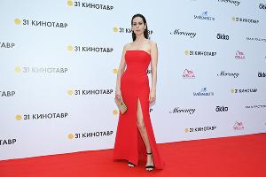Сабина Ахмедова на церемонии закрытия 31-го фестиваля «Кинотавр» в Сочи ©Фото Артура Лебедева, Юга.ру