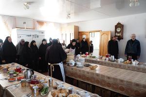 Обед в монастырской столовой ©Фото Виталия Тимкива, Юга.ру