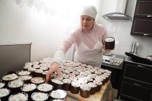 В монастыре готовятся к Пасхе: пекут куличи и просфоры ©Фото Виталия Тимкива, Юга.ру