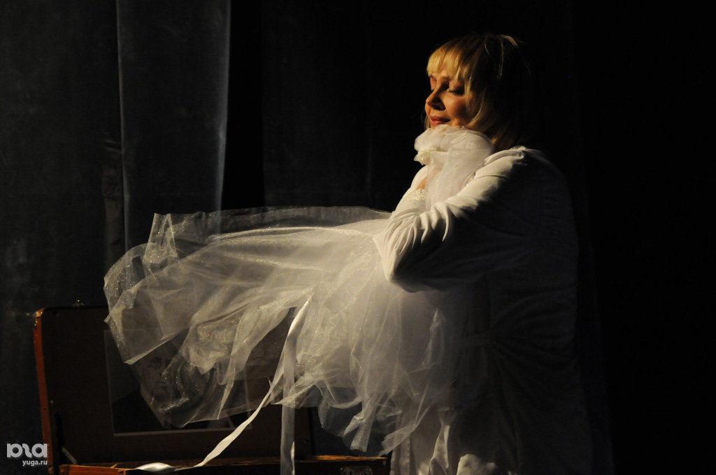 """Премьера спектакля """"Балерина из фаст-фуда"""" в """"Одном театре"""" ©Елена Синеок, ЮГА.ру"""