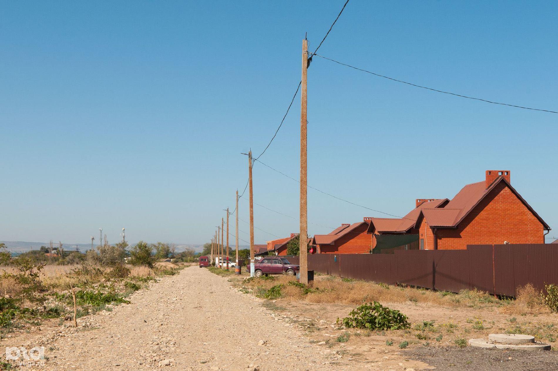Улица с домами переселенцев в Ильиче ©Фото Елены Синеок, Юга.ру