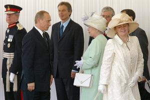Владимир Путин, королева Елизавета и Людмила Путина ©news.liga.net