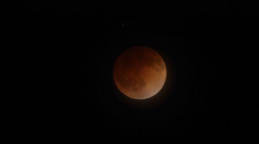 Лунное затмение ©Фото с сайта nasa.gov