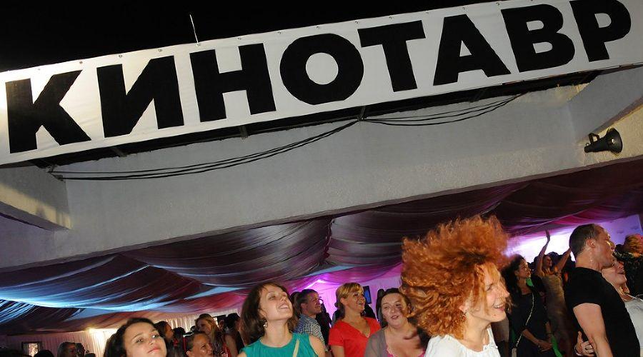 "Вечеринка Hollywood Reporter на ""Кинотавре"" ©Елена Синеок. ЮГА.ру"
