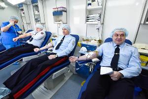 Транспортная полиция юга России приняла участие в благотворительной акции «Капля крови – ради жизни» ©Елена Синеок, Юга.ру