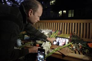 Акция памяти Стива Джобса ©Фото Юга.ру