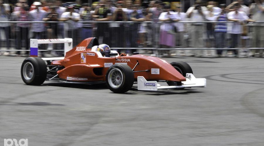 """Болид Marussia на фестивале """"Формула Сочи"""" ©Елена Синеок. ЮГА.ру"""