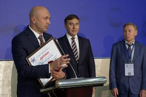 Сергей Алексеенко с наградой ©Фото пресс-службы КубГМУ