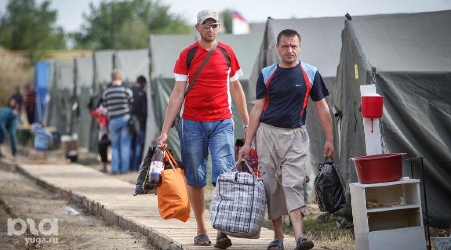 Лагерь беженцев на границе между Украиной и Россией ©Эдуард Корниенко, ЮГА.ру
