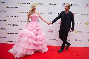 Наталья Бардо и Мариус Вайсберг на открытии фестиваля «Кинотавр» в Сочи  ©Фото Артура Лебедева, Юга.ру