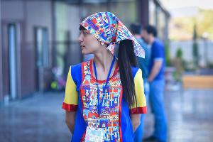 Волонтер на праздновании 2000-летия Дербента ©Елена Синеок, ЮГА.ру