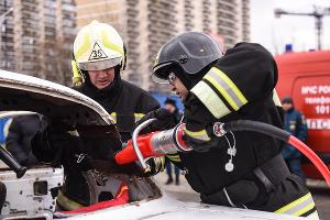 Соревнования МЧС по спасению пострадавших в автомобильной аварии ©Фото Елены Синеок, Юга.ру
