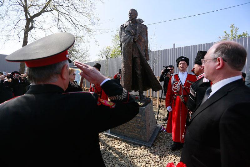 Открытие памятника Корнилову в Краснодаре (2013 год)