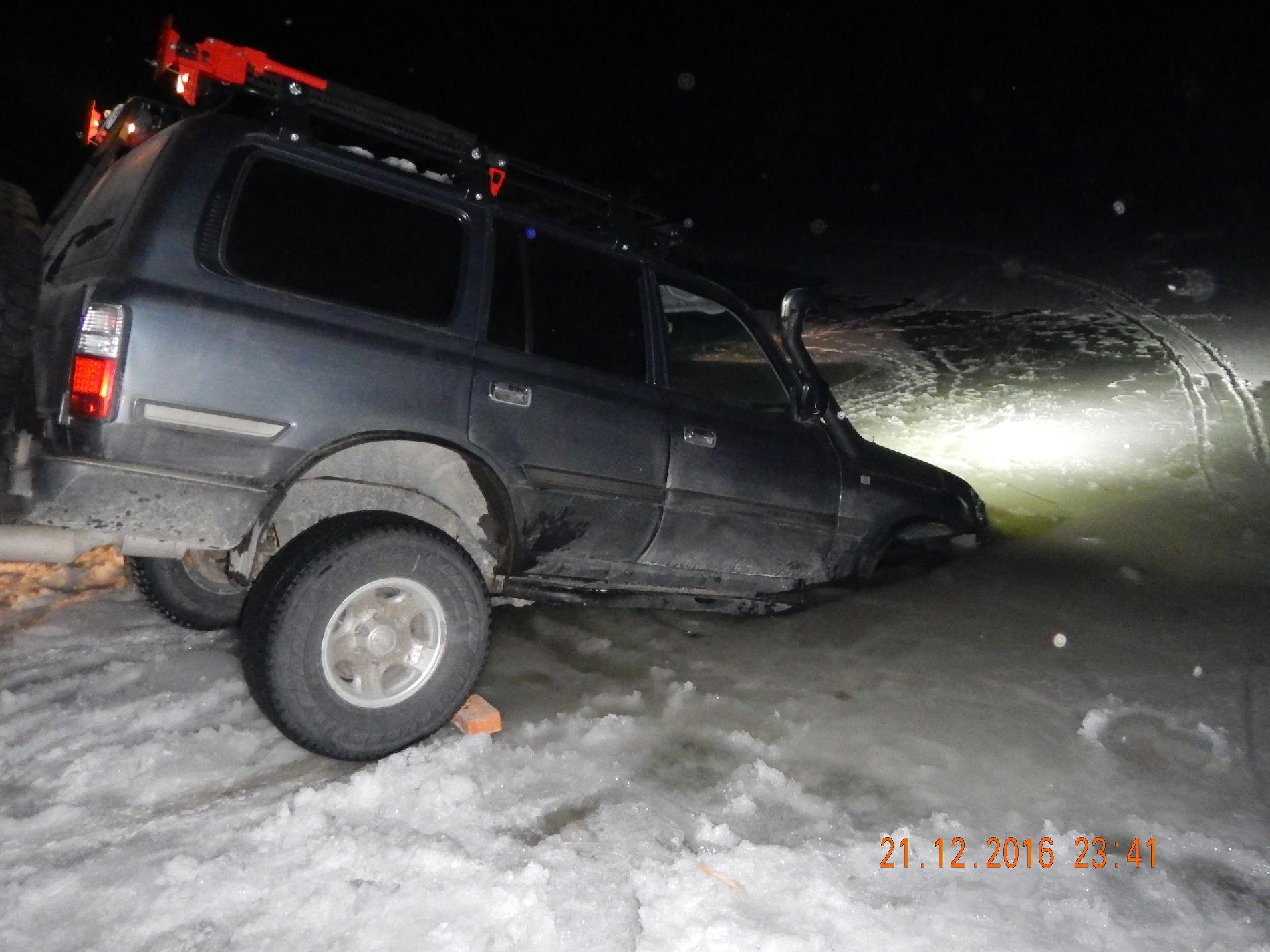 НаКубани вседорожный автомобиль слюдьми провалился под лед