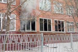 Пожар в школе  ©Фото из группы vk.com/rostovnadonu