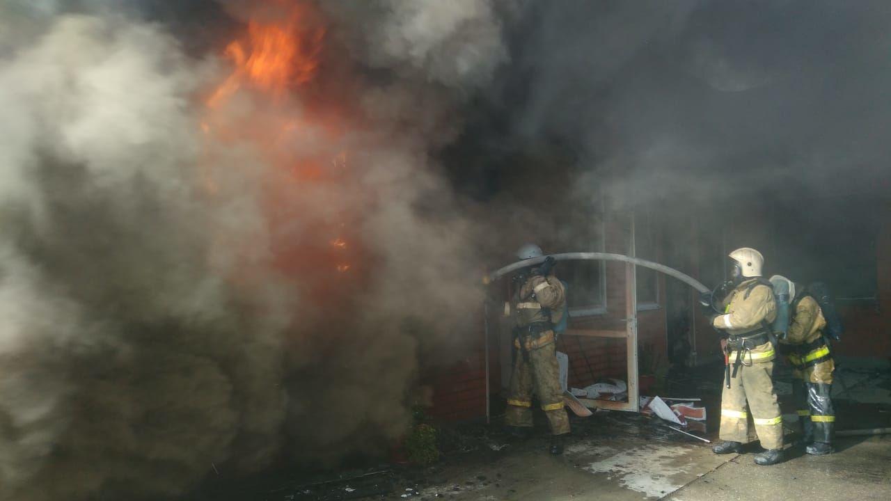 ВКраснодаре загорелсяТЦ наплощади 800 «квадратов»