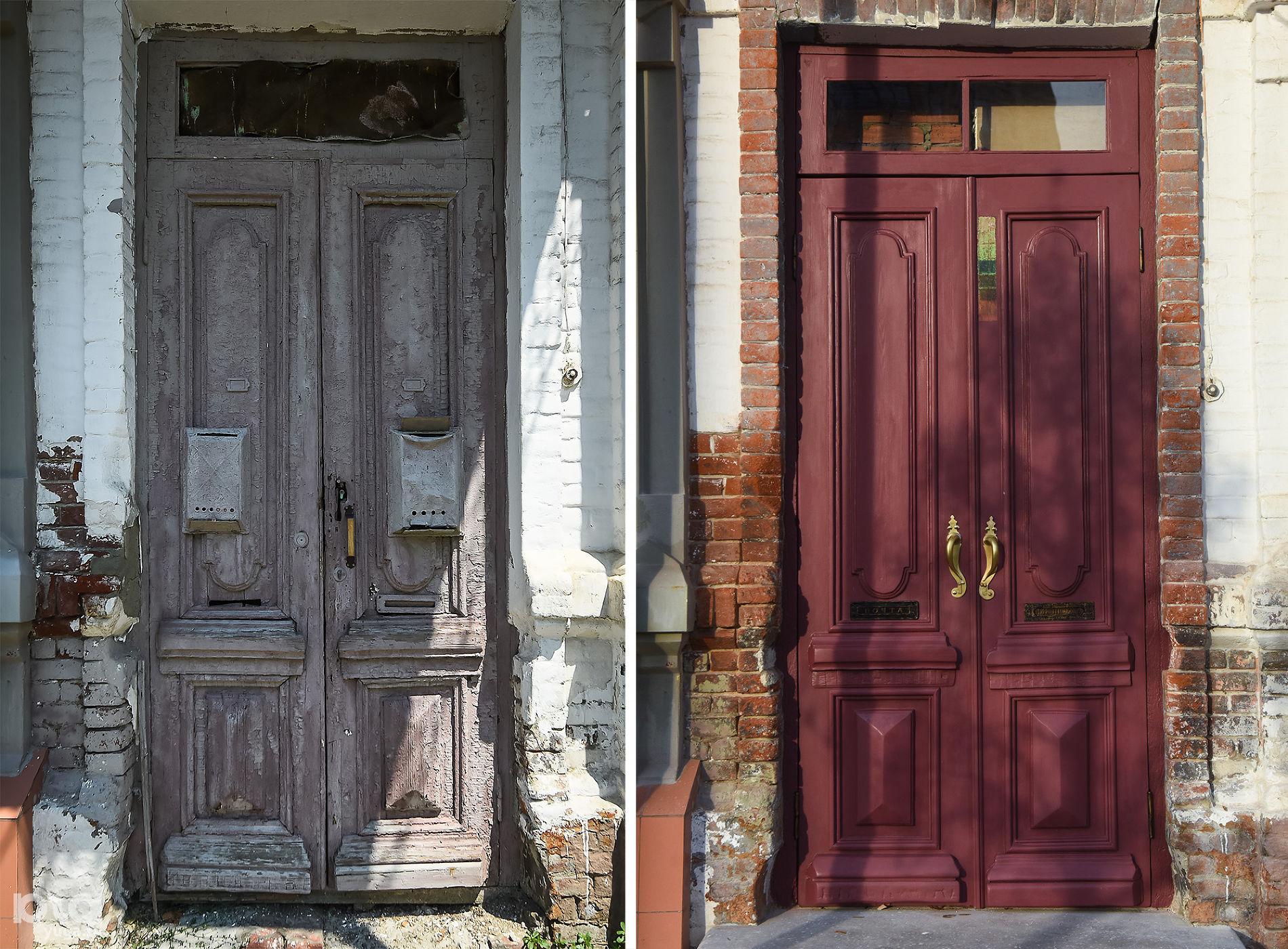 Дом мещан Петренко в Краснодаре, улица Буденного, 157. Двери до и после реставрации ©Фото Елены Синеок, Юга.ру