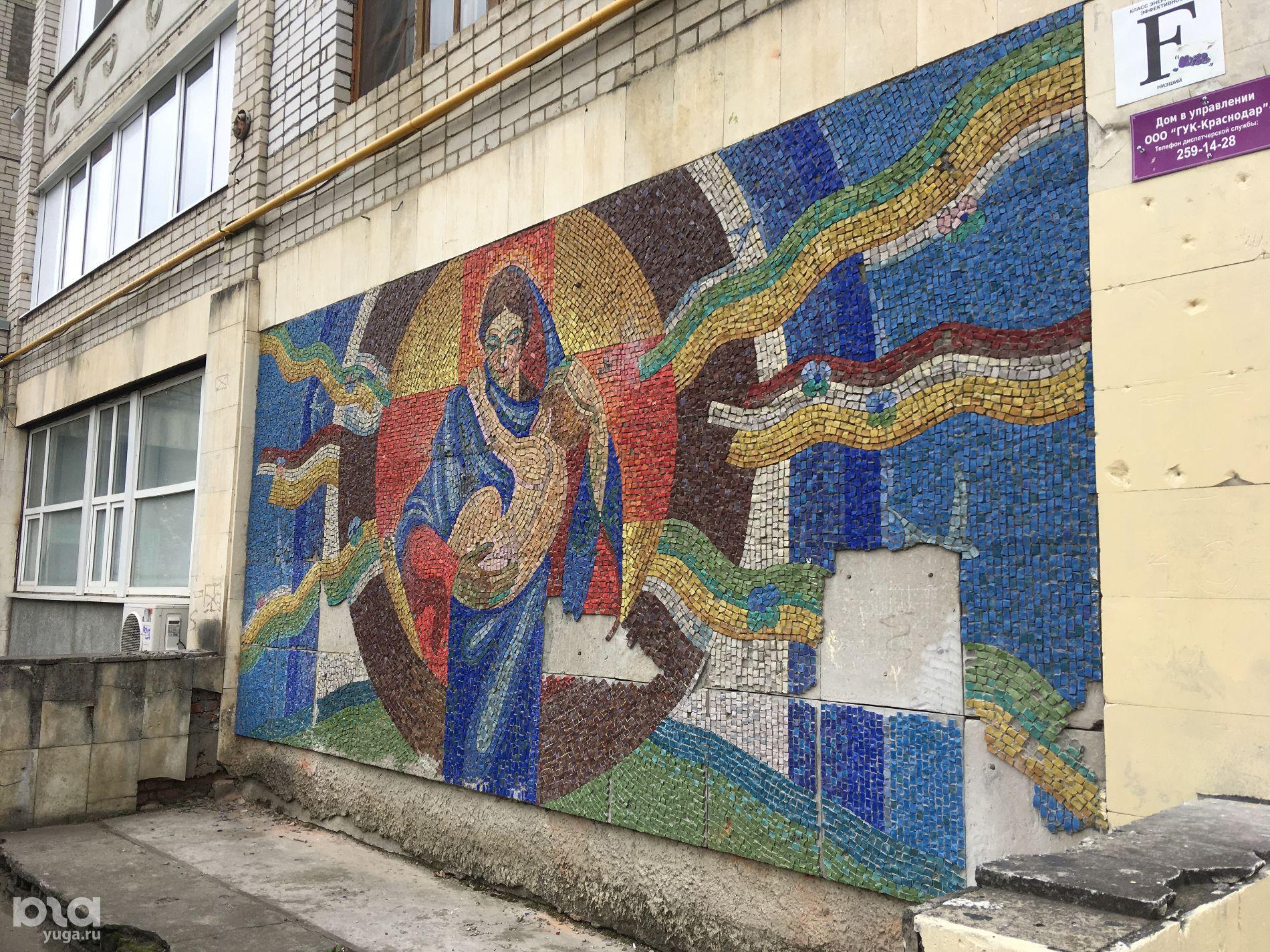 Мозаика на доме №53 по улице Вишняковой ©Тимур Рыжков, Юга.ру