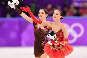 Алина Загитова и Евгения Медведева ©Фото из твиттера twitter.com/Olympic