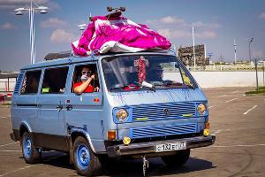 """Автопробег хиппи-автомобилей """"Пробусовка-2014"""" ©Фото Юга.ру"""