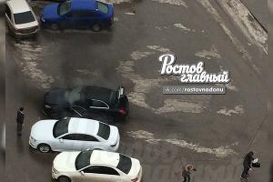 Пострадавший рядом с машиной ©Фото из группы vk.com/rostovnadonu