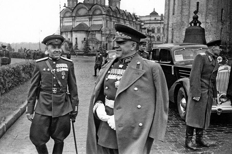 Георгий Жуков на параде Победы ©Фото с сайта commons.wikimedia.org