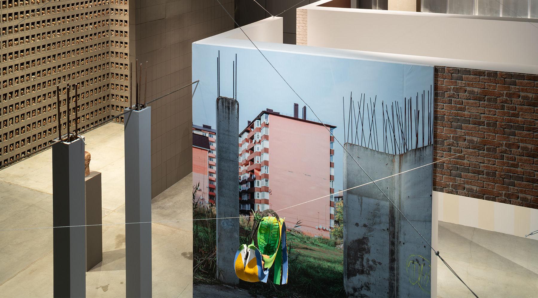 Вид экспозиции Шафаростовой на 2-й Триеннале российского современного искусства «Красивая ночь всех людей» в «Гараже», Москва, 2020 ©Фото Ивана Ерофеева и Юрия Пальмина