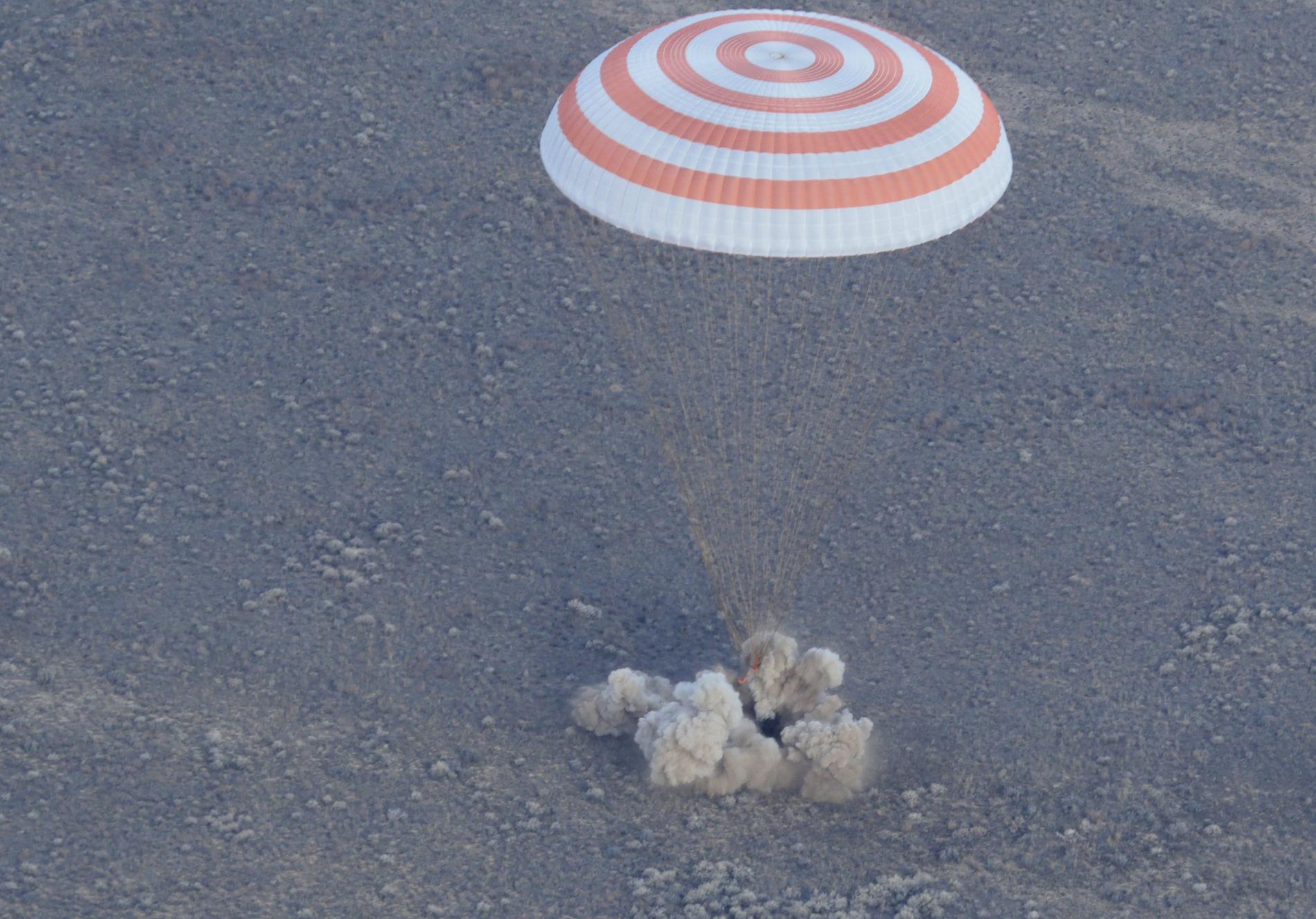 Улучшенный «Союз» доставил космонавтов наЗемлю
