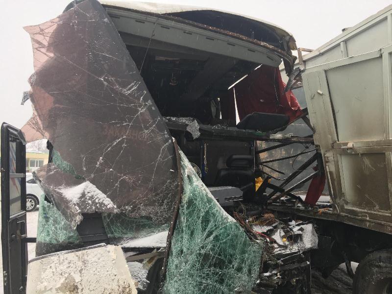 НаСтаврополье столкнулись два «КАМАЗа», автобус илегковой автомобиль