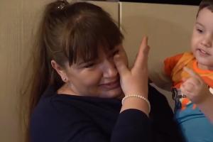 Костя Коровин с мамой ©Фото с сайта ГТРК «Кубань», kubantv.ru