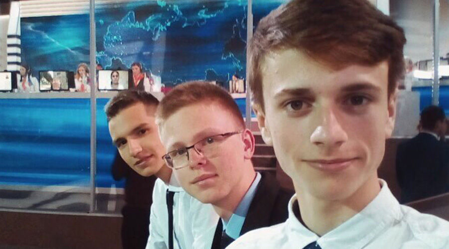 Школьнику подарили золотой iPhone завопрос Путину