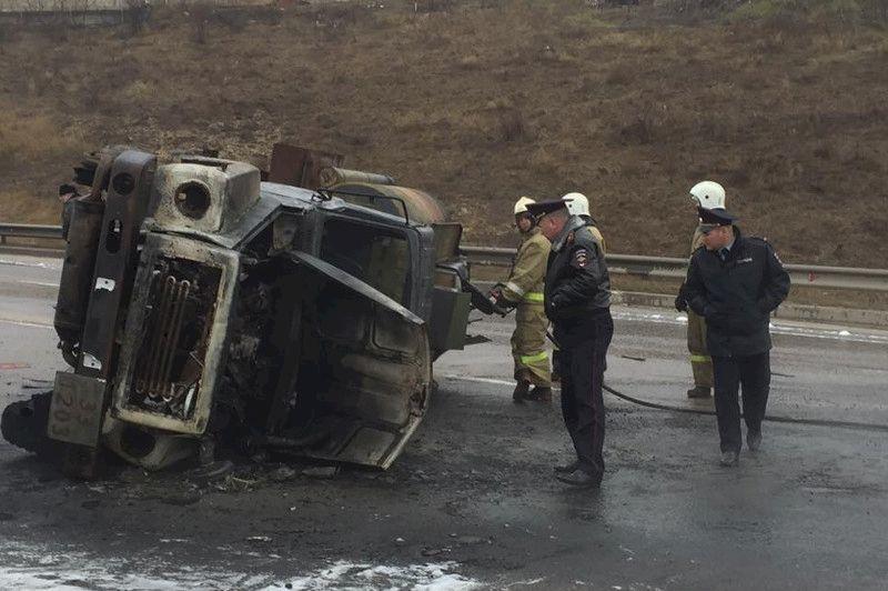 Шофёр неуспел выбраться изгорящего бензовоза под Симферополем