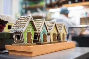 Готовые пряничные домики ©Фото Елены Синеок, Юга.ру