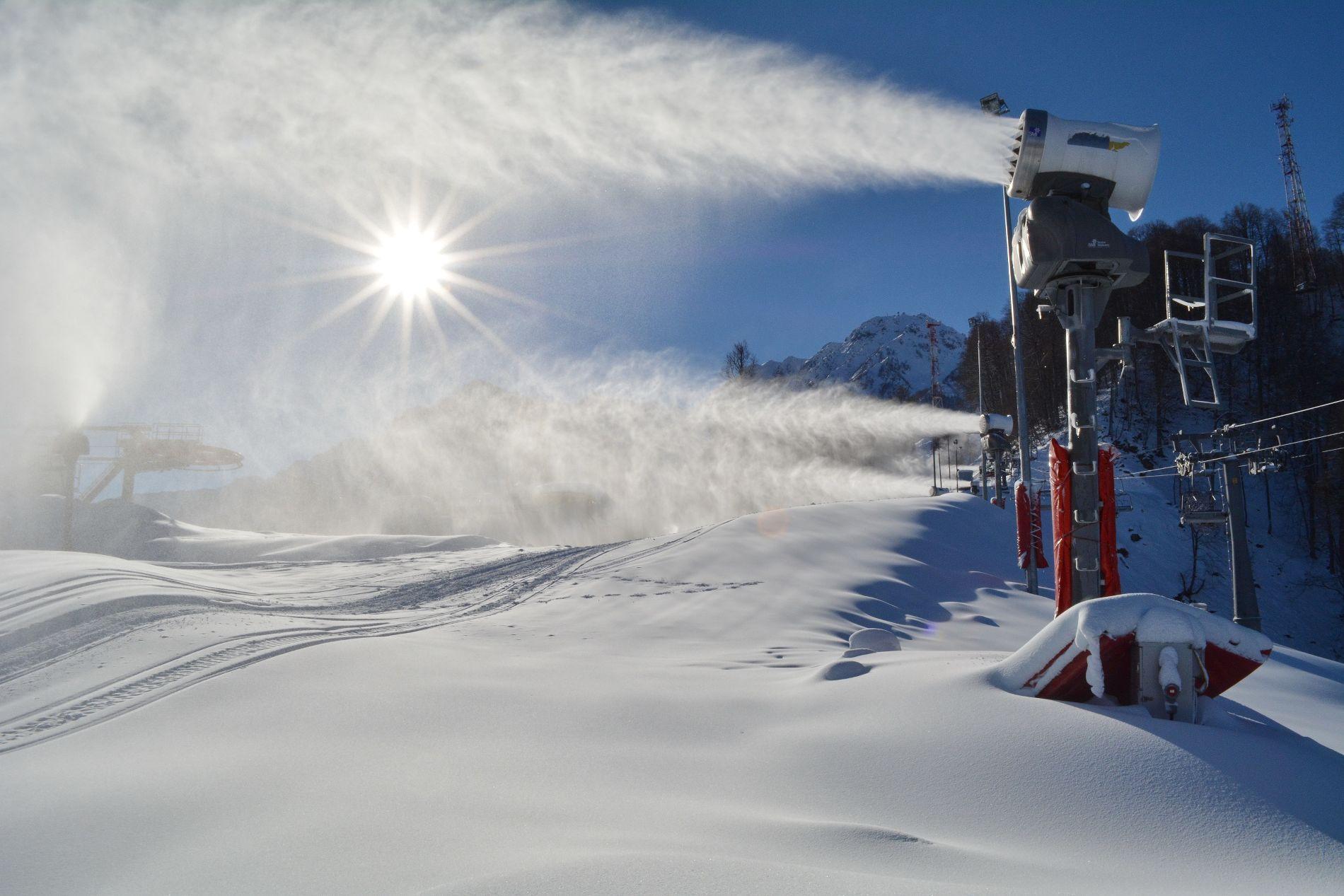 Снежные пушки ©Фото пресс-службы горного курорта «Роза Хутор»