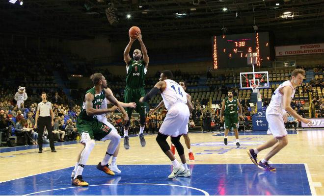 Баскетболисты «Локомотива-Кубани» победили «Парму» вматче Единой лиги ВТБ